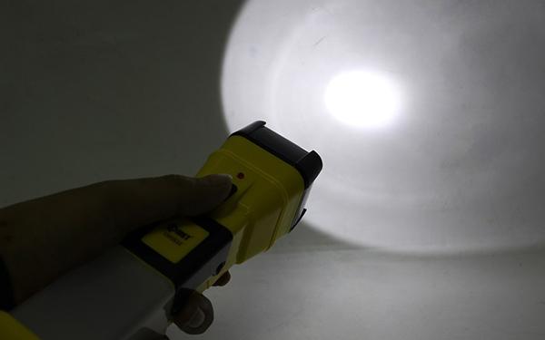 Đèn pin sạc CRT251S Comet