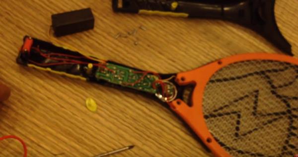 Tự sửa vợt diệt muỗi hiệu quả